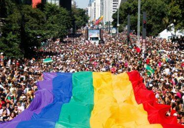 PM pede autorização para, fardado, pedir namorado em casamento na Parada LGBT