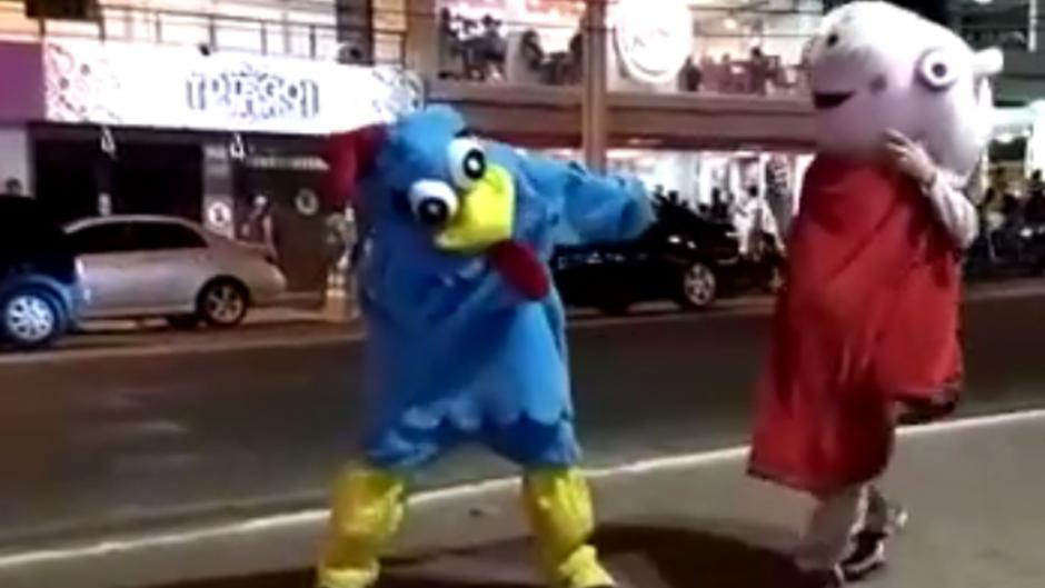 Vídeo viral mostra Galinha Pintadinha e Peppa Big brigando em Caldas Novas