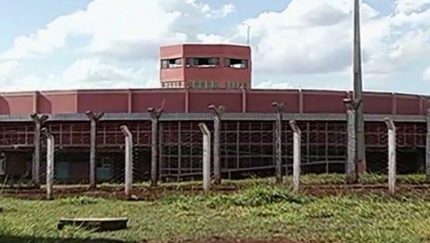 Agente prisional é baleado durante fuga de onze detentos da cadeia de Itumbiara