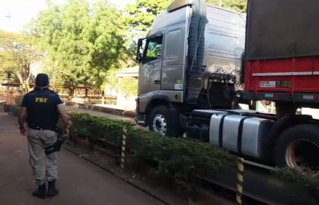 Em Rio Verde, PRF apreende 54 toneladas de feijão sem nota fiscal