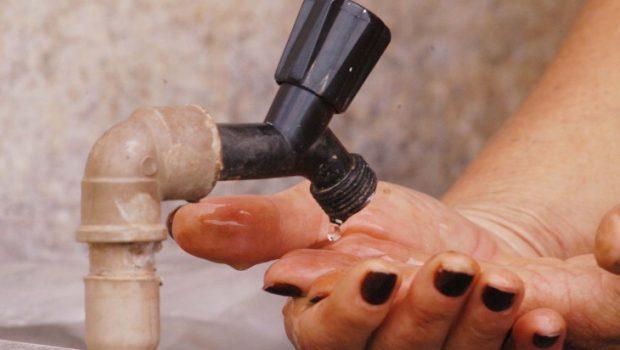 Projeto que proíbe cobrança de taxa de religação de água e energia é aprovado
