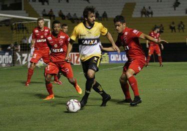 Vila Nova vence em Criciúma e encosta no G4 da Série B