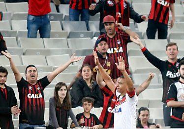 Atlético-GO empata em 2 a 2 com o Atlético Paranaense