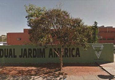 Alunos e professores reclamam da falta de água em colégio no Jardim América