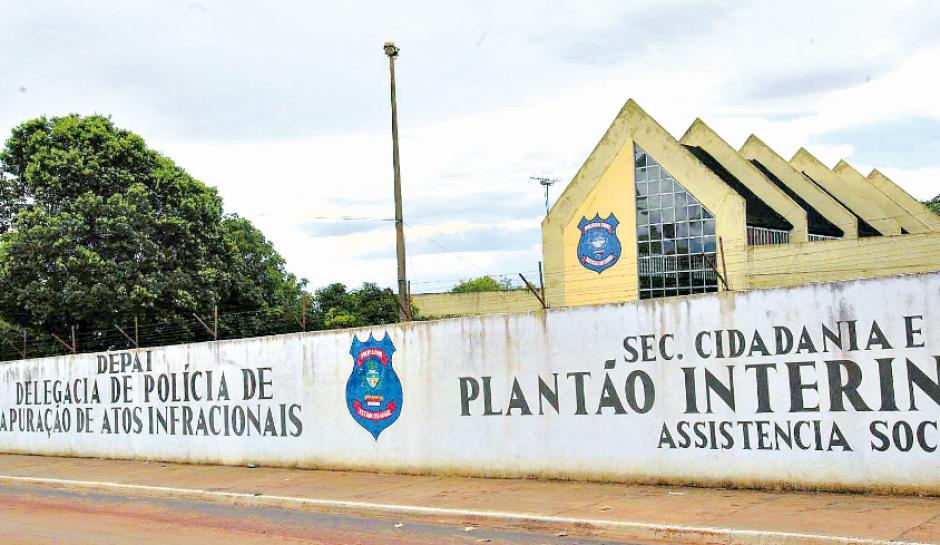 Adolescente é apreendido após ameaçar atacar escola municipal, em Goiânia
