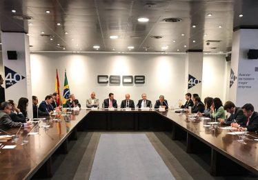 Marconi apresenta projeto do trem-bala Goiânia-Brasília a investidores espanhóis