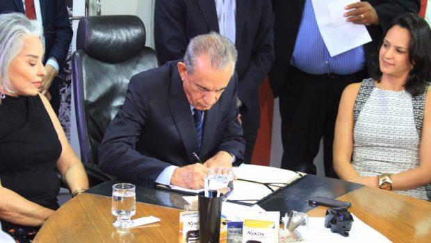 Prefeito assina decreto de regulamentação de aplicativos de transporte