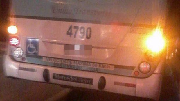 Passageira e assaltante morrem após troca de tiros dentro de ônibus em Valparaíso