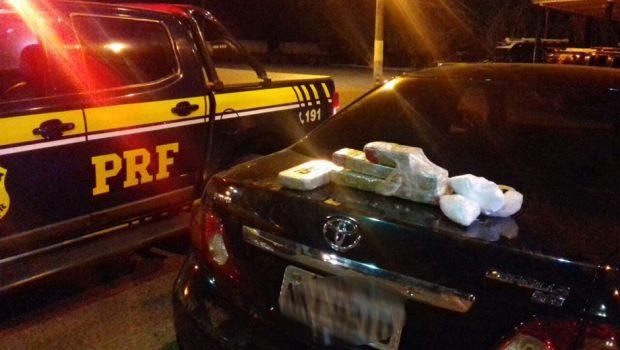 Mulher é presa com drogas e veículos clonados na BR-153, em Uruaçu