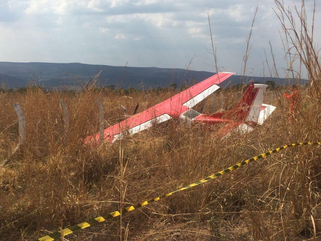 Avião que seguia para Chapada dos Veadeiros com bombeiros sai da pista em Alto Paraíso