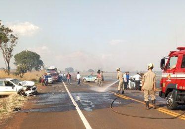 Fumaça às margens da GO-206 causa acidente com seis veículos