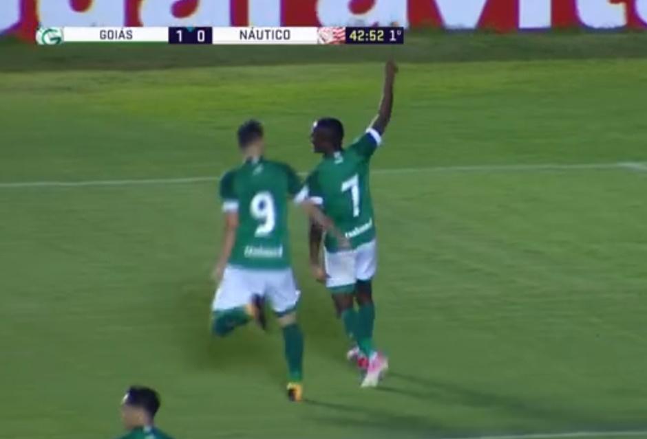 Com gols de Carlos Eduardo e Tiago Luís, Goiás vence o Naútico e se afasta do Z4