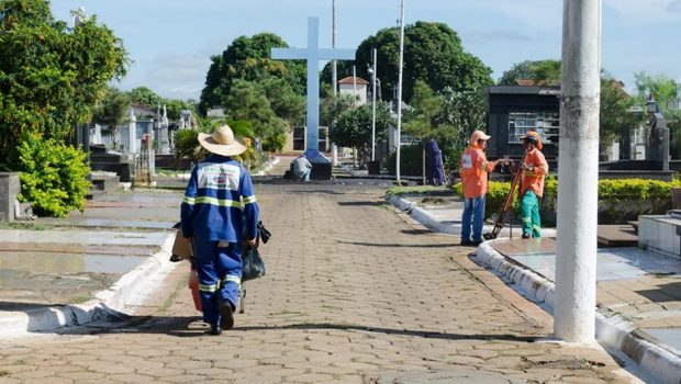 Cerca de 400 mil pessoas devem passar por cemitérios de Goiânia no Dia de Finados
