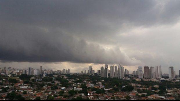 Goiás registra tempestade e ventos fortes nesta segunda-feira (02)