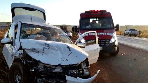 Colisão frontal na BR-020 deixa dois feridos