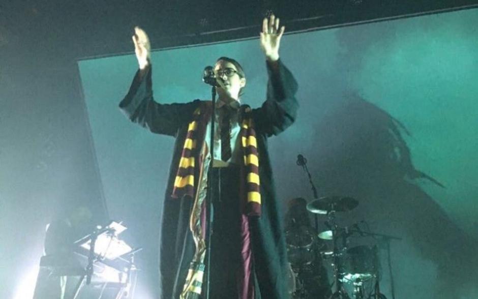 Dua Lipa faz show fantasiada de Harry Potter