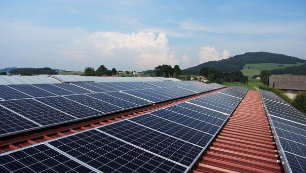 Energia solar foi a fonte energética que mais cresceu em 2016