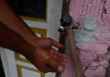 Moradores de cidades do interior de Goiás reclamam de falta d'água