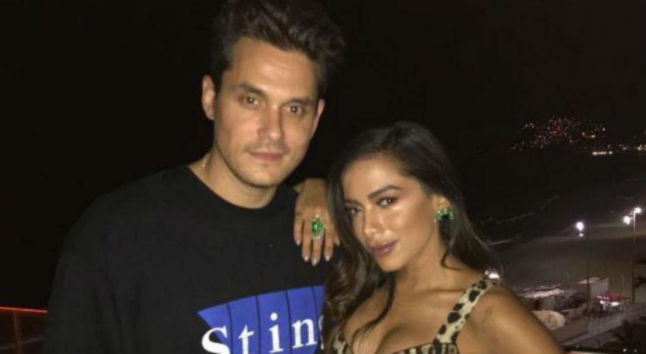 John Mayer publica foto ao lado de Anitta em festa no Rio