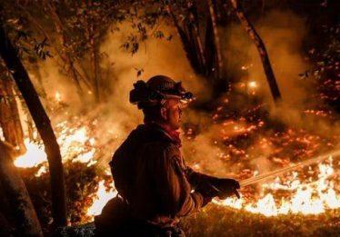 Incêndios na Califórnia já deixaram 35 mortos e 100 mil desalojados