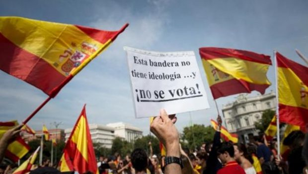 Catalães votam referendo neste domingo com ampla presença policial