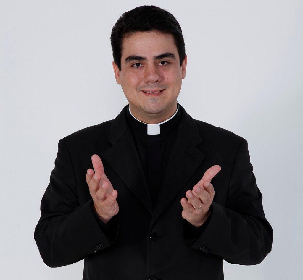Pe. Robson reassume reitoria da Basílica de Trindade pelos próximos quatro anos