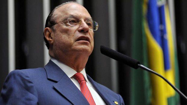 Paulo Maluf se entrega à Polícia Federal em São Paulo