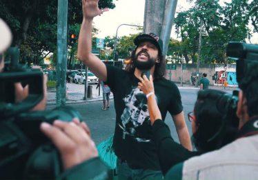 """Gabriel, O Pensador lança nova versão de """"Tô Feliz (Matei o Presidente)"""""""