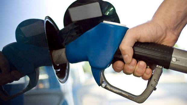 Procon e Inmetro fiscalizam posto de combustível após denúncia, em Goiânia