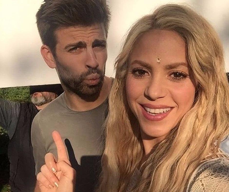 Shakira e Piqué negam separação e postam canção de amor nas redes sociais