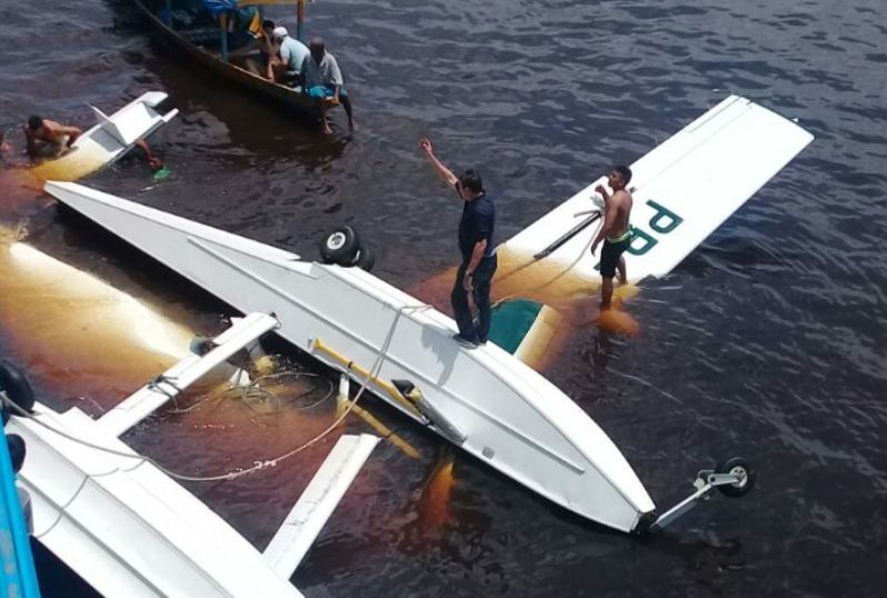 Avião do Greenpeace cai no Amazonas e mata uma pessoa
