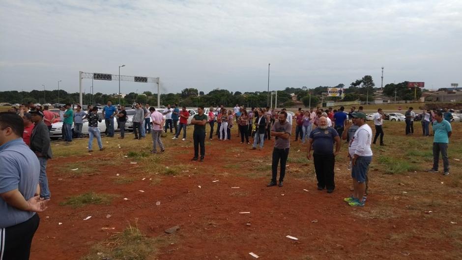 Motoristas da Uber e de outros aplicativos fazem protesto em Goiânia