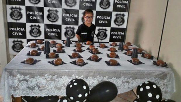 Menina que sonha ser delegada ganha festa na Central de Flagrantes de Anápolis