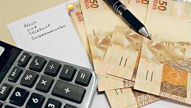 58,3% dos trabalhadores goianienses vão usar 1ª parcela do 13º para pagar dívidas