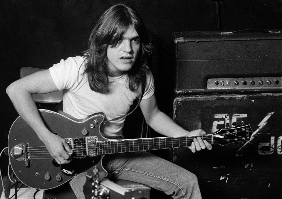 Morre o guitarrista Malcolm Young, fundador do AC/DC, aos 64 anos