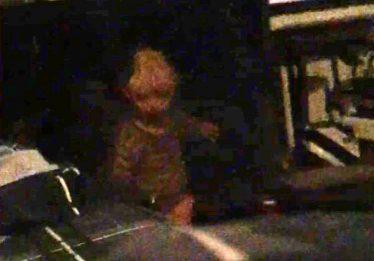 Americano diz ter fotografado fantasma de criança morta que o persegue
