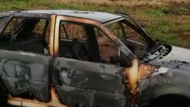 Veículos roubados são incendiados na BR 452