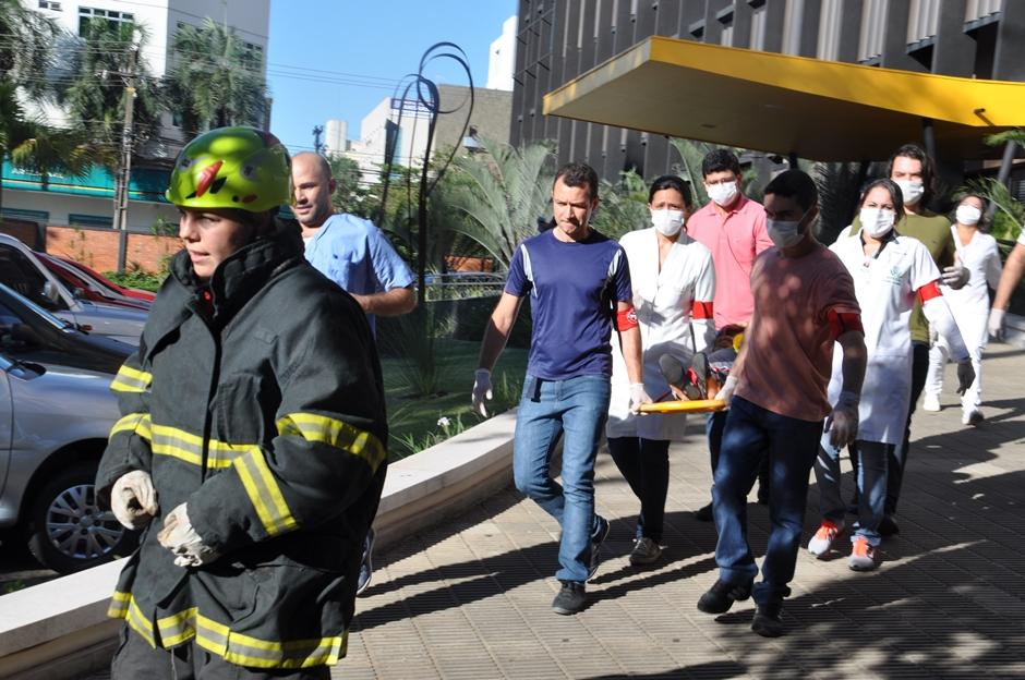 HGG e Corpo de Bombeiros promovem simulação de incêndio