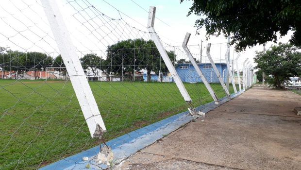 Campo de futebol é alvo de vandalismo em Caldas Novas
