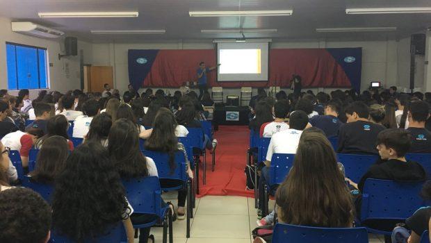 Aulão leva revisão e descontração para alunos que vão fazer o Enem