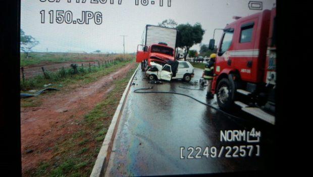 Condutor morre após colidir veículo com caminhão na Avenida Perimetral Norte, em Goiânia