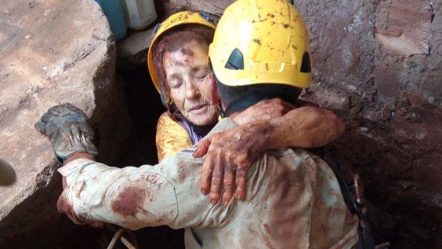 Idosa é resgatada após cair em cisterna de 10 metros de profundidade