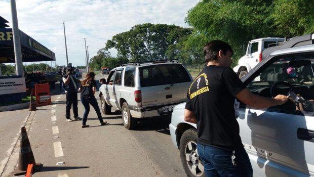 Servidores públicos federais fazem protesto contra medidas do governo Temer, em Goiás