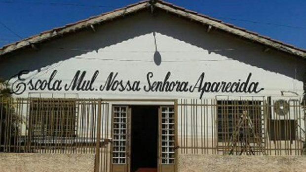 Moradores de Acreúna protestam contra fechamento de escola municipal