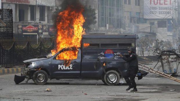Confrontos entre polícia e islamitas no Paquistão deixa 150 feridos