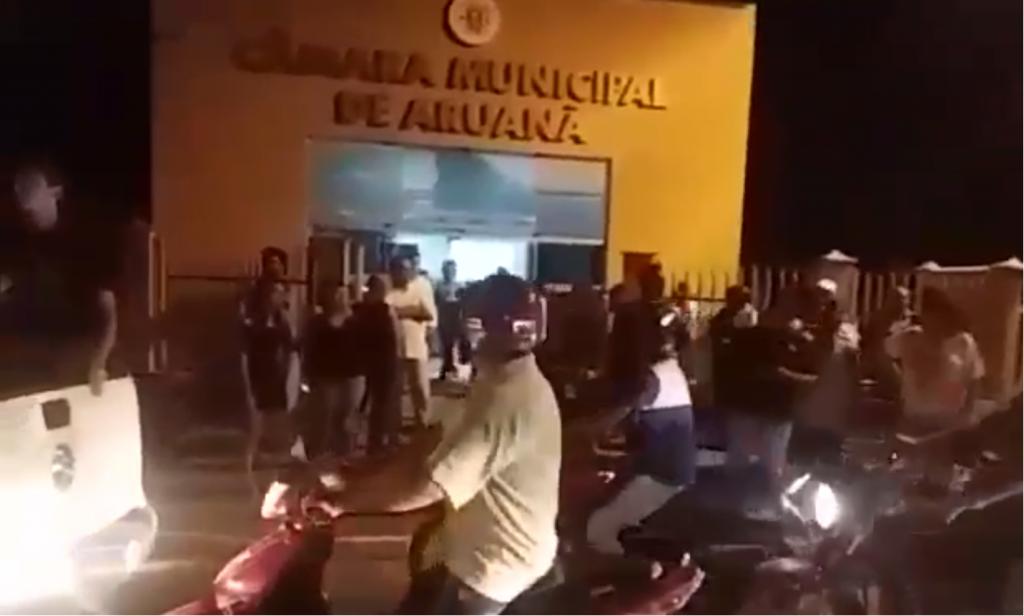 População de Aruanã se revolta com aumento da taxa de iluminação no município