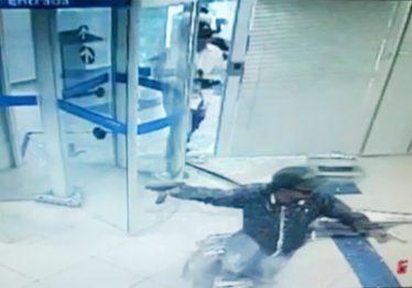 Vídeo mostra o momento em que bandidos invadem agência bancária no Parque Amazônia