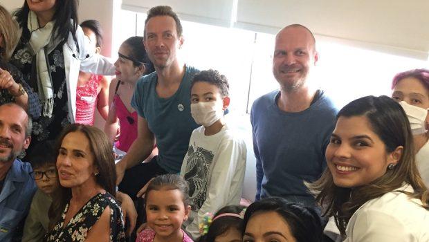 Coldplay se apresenta para crianças no Instituto do Coração em São Paulo