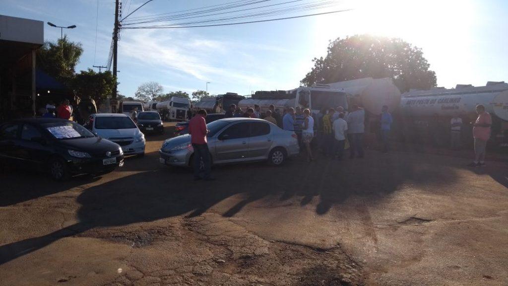 Cooperativa de motoristas bloqueia distribuidoras de combustível na Grande Goiânia