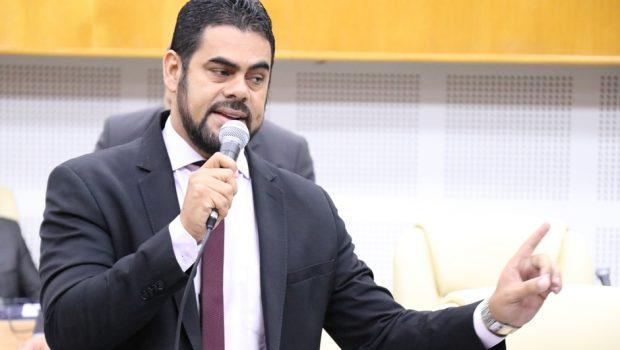 """Vereador pede vistas e adia votação do projeto que suspende cobrança de IPTU dos """"puxadinhos"""""""